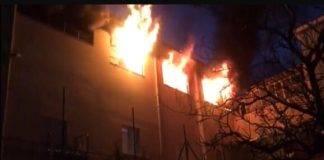 Incendio ad Afragola, una scuola della zona in fiamme