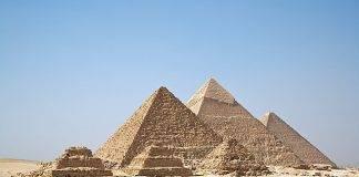 Egitto, esplosione su un bus turistico nei pressi di Giza
