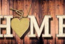 giovani a casa con i genitori