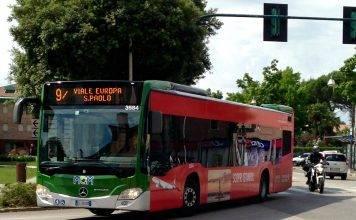Roma, autobus prende fuoco nei pressi di piazza San Pietro