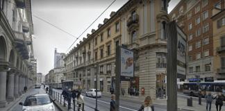 Torino, follia in centro: uomo colpito con tre colpi d'accetta da aggressore