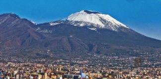 Cade la neve a Napoli. Prime zone coperte : Camaldoli e Vomero