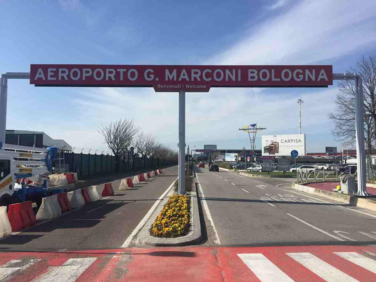 bologna aereo aeroporto chiuso 19