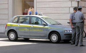 Salerno agenzia delle entrate arrestato direttore