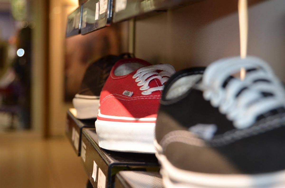 the latest 351f9 8615f Milano, ressa davanti al negozio Nike: in coda tutta la ...