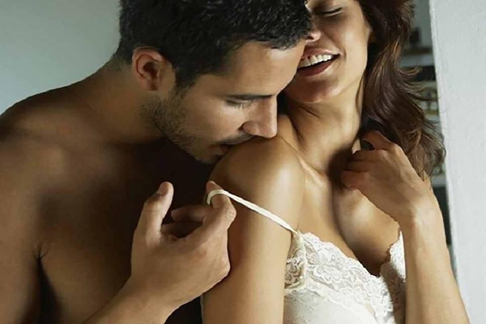 Смотреть фото как нужно хорошо ласкать женскую грудь 4
