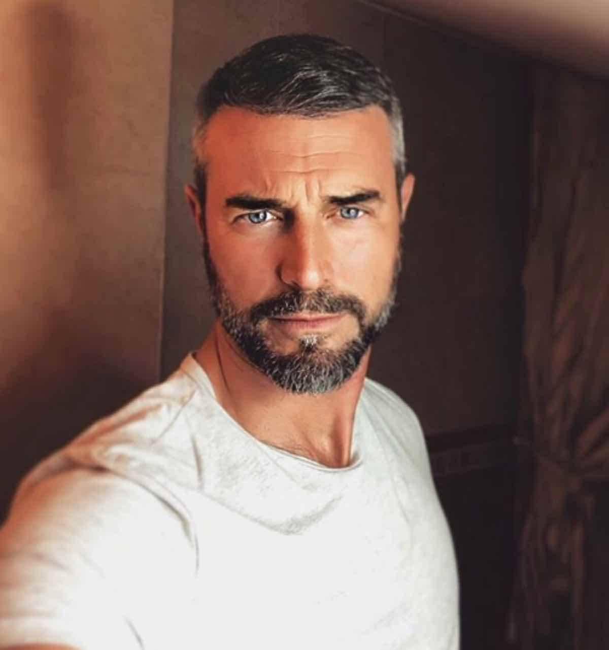A 'Vieni da me', ospite Flavio Montrucchio: gaffe in studio