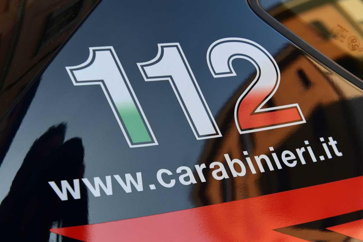 Uomo uccide moglie e confessa ai carabinieri