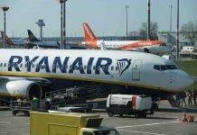 """Ryanair introduce il """"supplemento neonato"""" da 25 euro: polemiche social"""