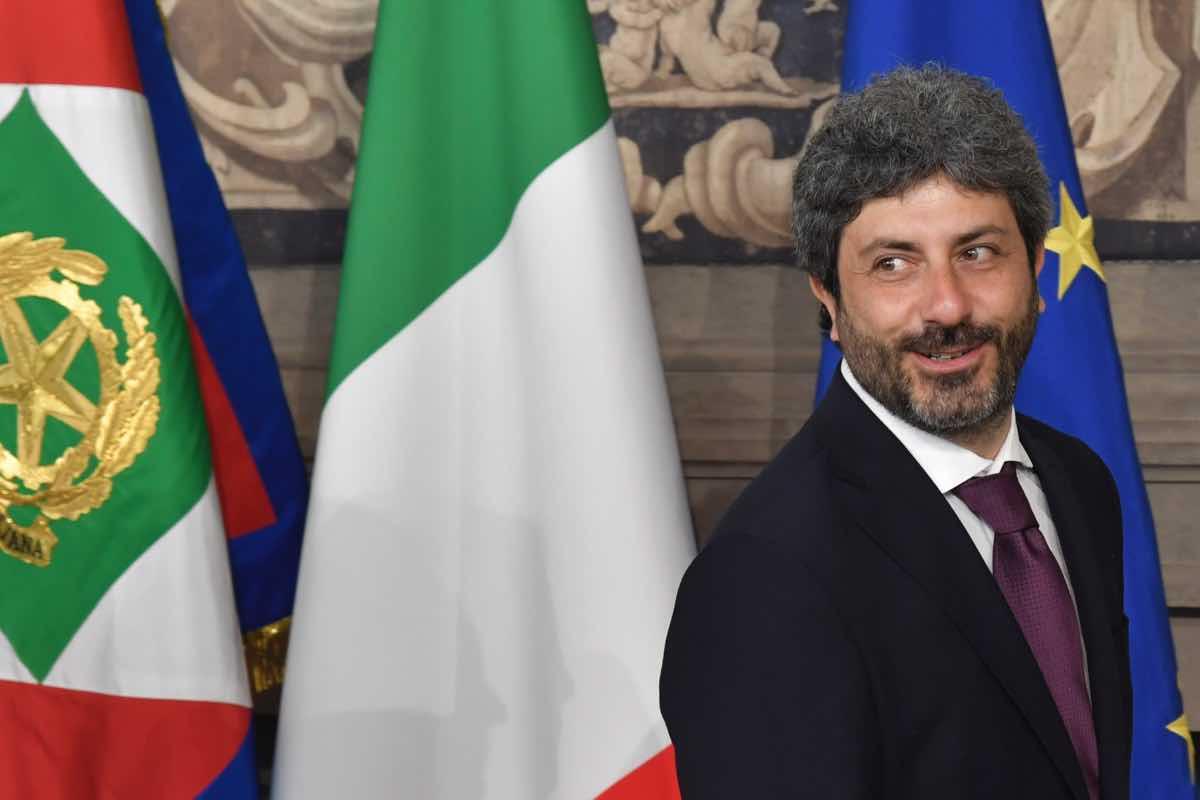 Roberto Fico dedica il 2 giugno a Rom e migranti: scontro con Salvini
