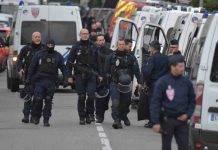 Francia, esplosione nel centro di Lione: ipotesi pacco bomba