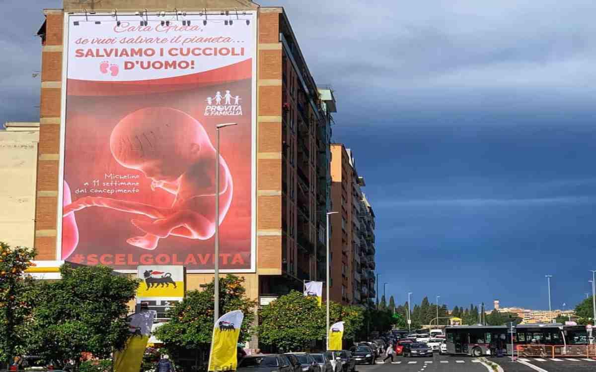 Roma pubblicità anti aborto greta