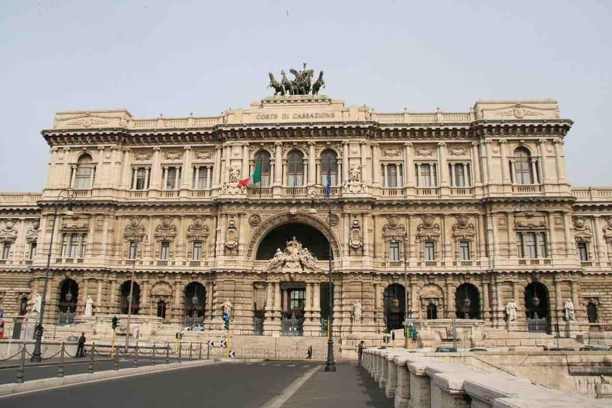 Corte Suprema di Cassazione, il saluto romano va condannato