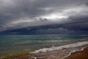 Allerta meteo in Campania: domani temporali e vento forte