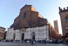 Bologna, uomo spara dopo aver sentito rumori fuori casa