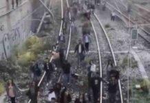 Circumvesuviana da Baiano a Napoli in panne: fumo e passeggeri a piedi