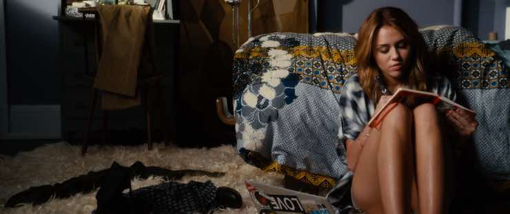 La 5, 'Lol - Pazza del mio migliore amico': info sul film con Miley Cyrus