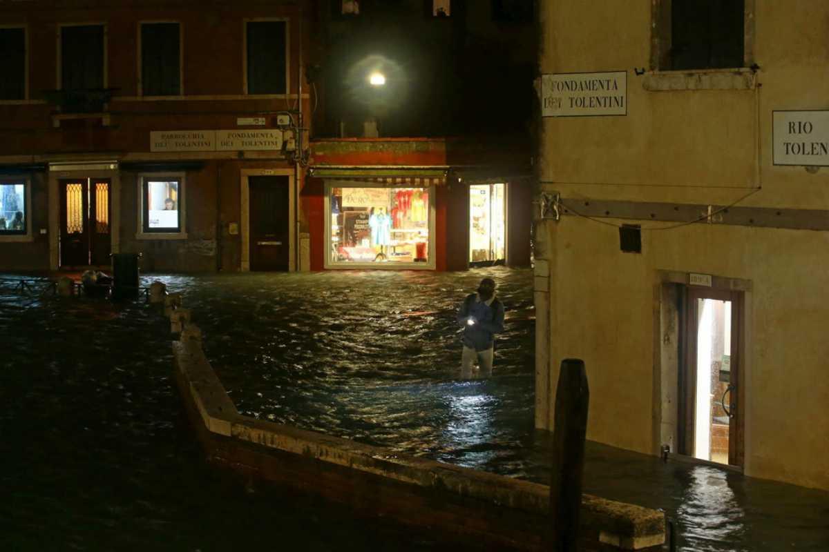 Alta marea a Venezia: 2 morti (