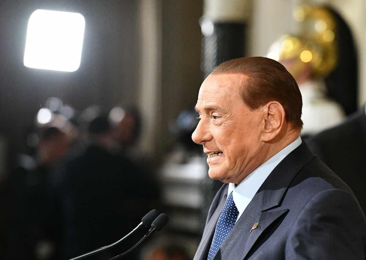 Berlusconi è caduto, ricoverato d'urgenza in ospedale