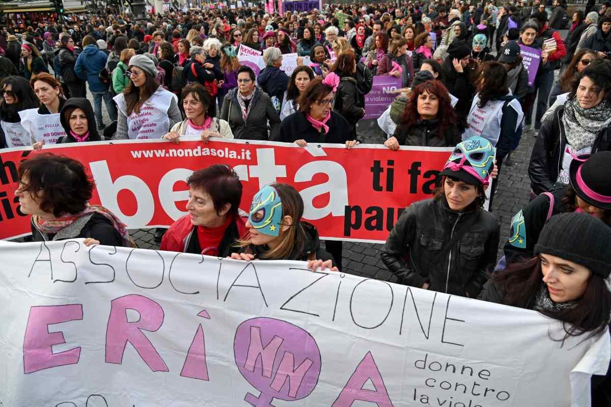 Manifestazione contro la violenza sulle donne Italia