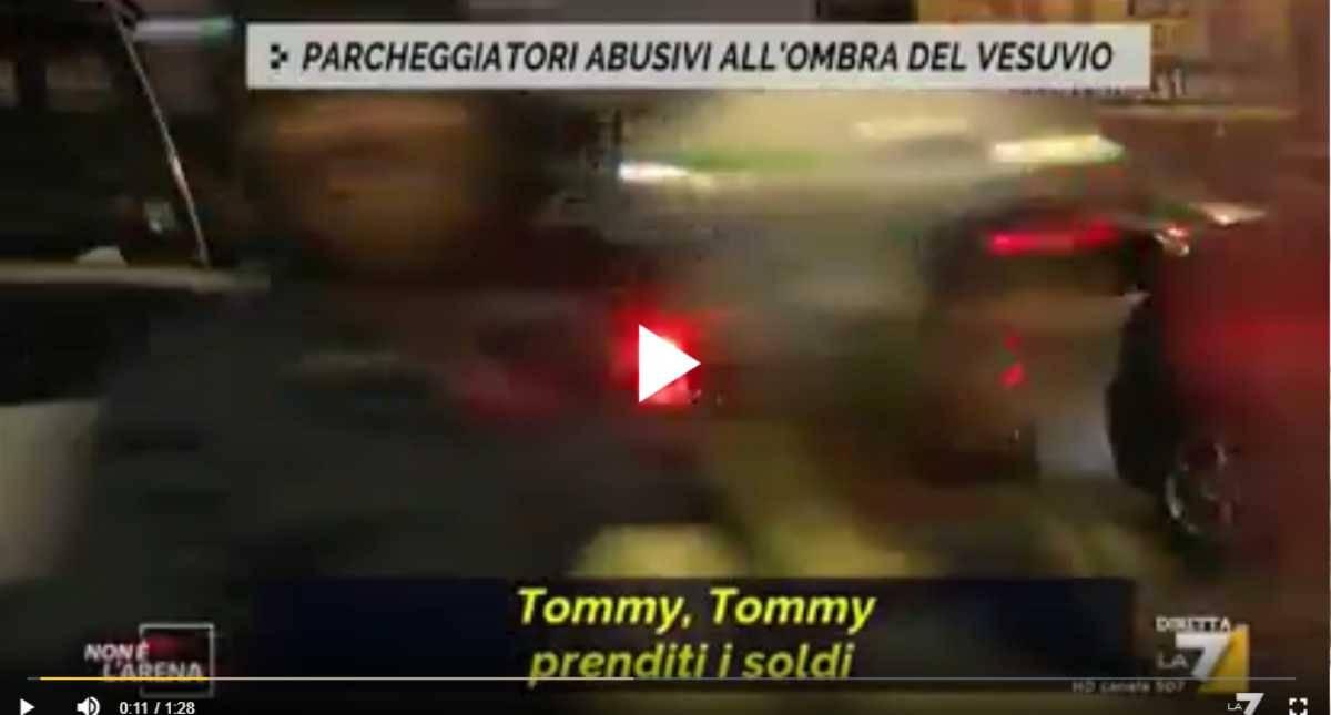 """I parcheggiatori abusivi del """"San Paolo"""" - VIDEO"""