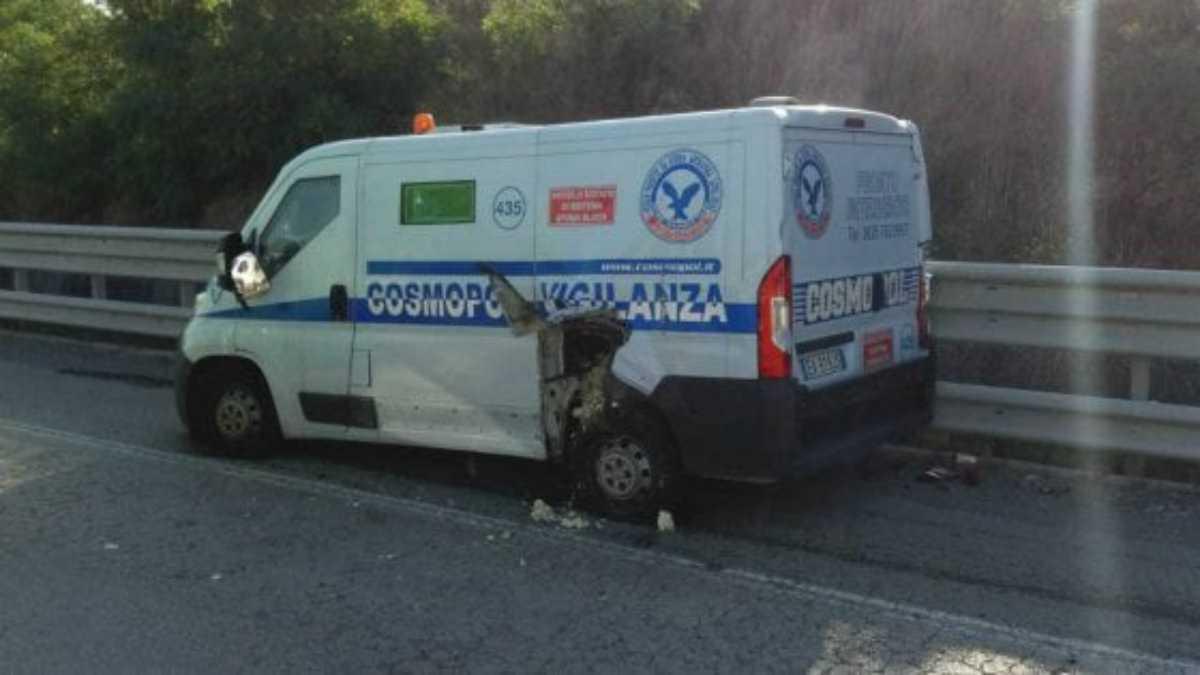 Milano, tentativo di rapina a un portavalori: ferito un vigilante