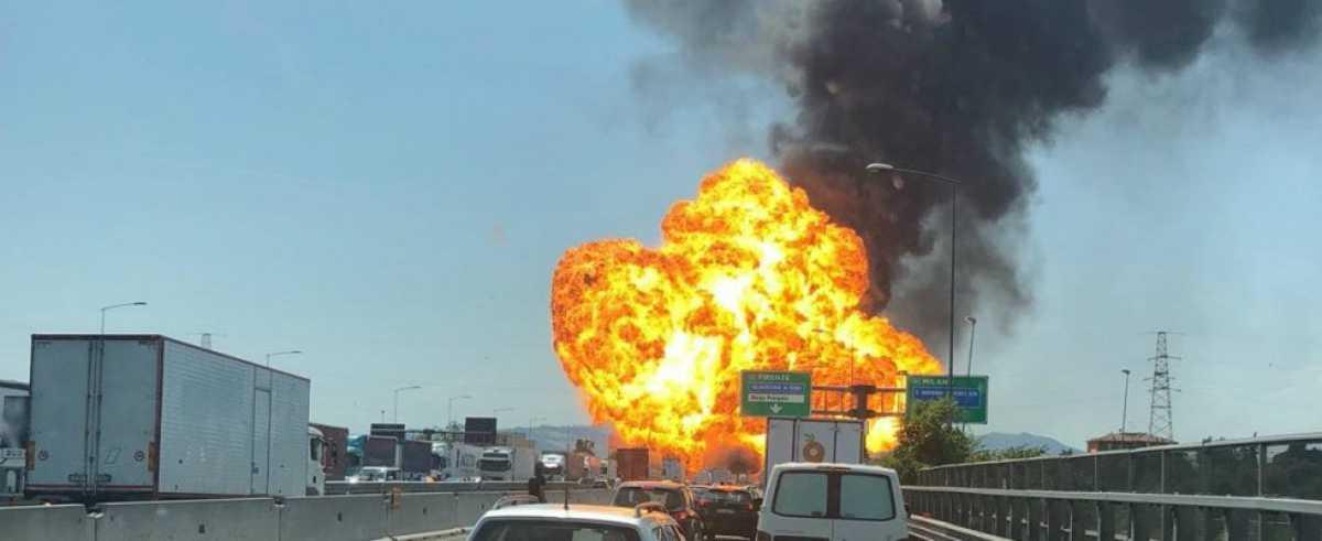 Bologna, esplosione Tir sull'A1