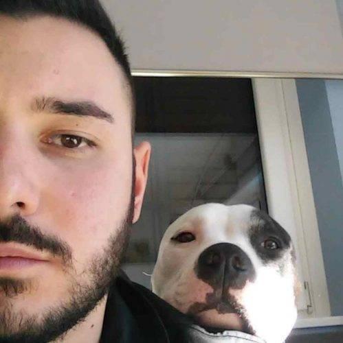 Nicola Scieghiin compagnia del suo cane