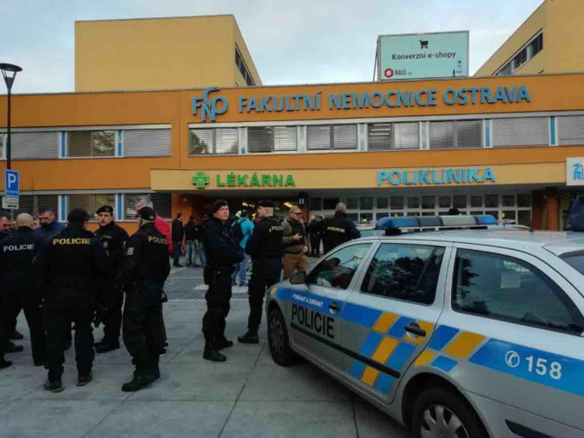 Repubblica Ceca, colpi di arma da fuoco in ospedale: ci sono morti e feriti
