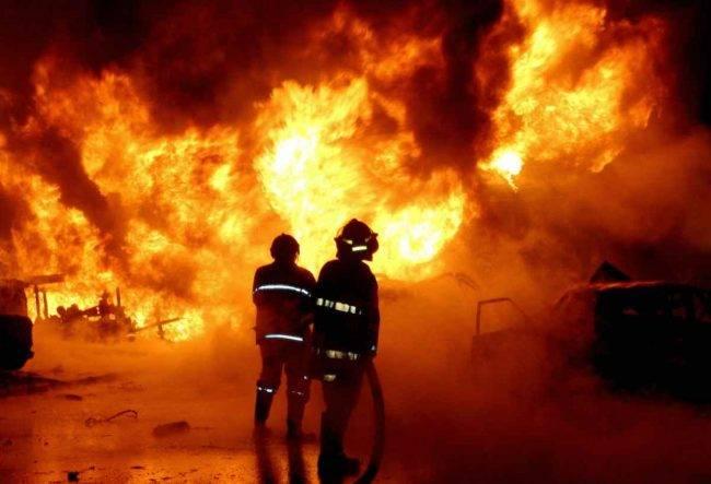 Incendio divampato in un appartamento a Pisa, si cercano le cause