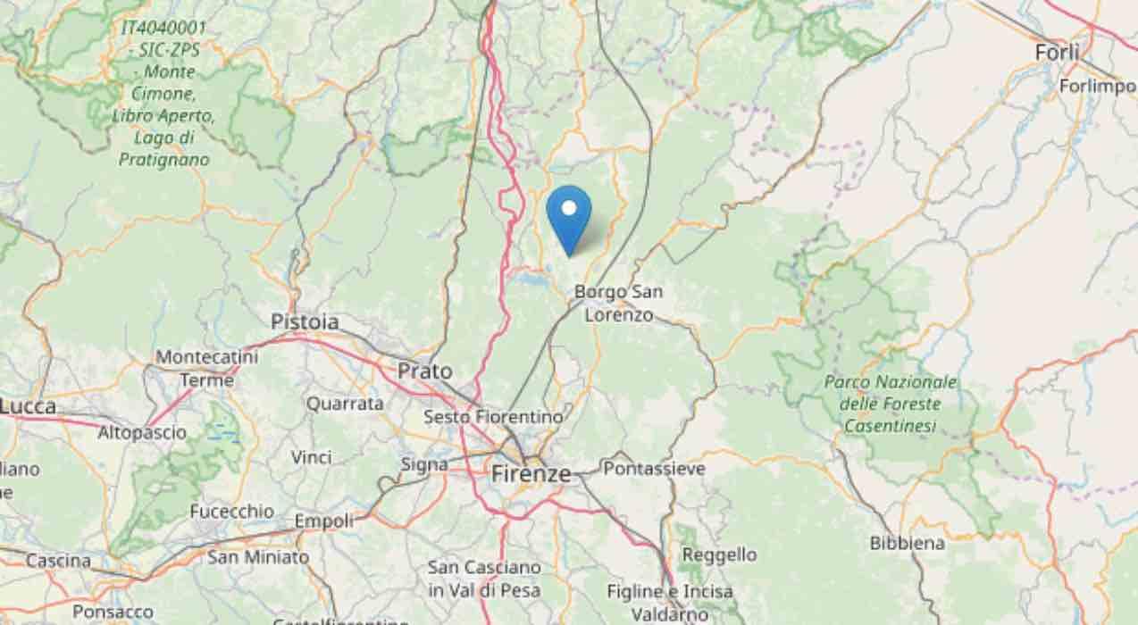 Terremoto Firenze, treni fermi ed edifici lesionati: gente in strada