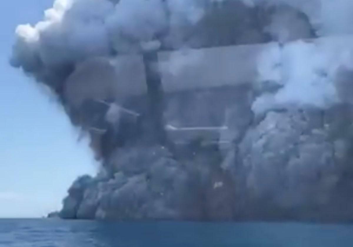 Nuova Zelanda, vulcano erutta: almeno un morto, si teme per gli altri