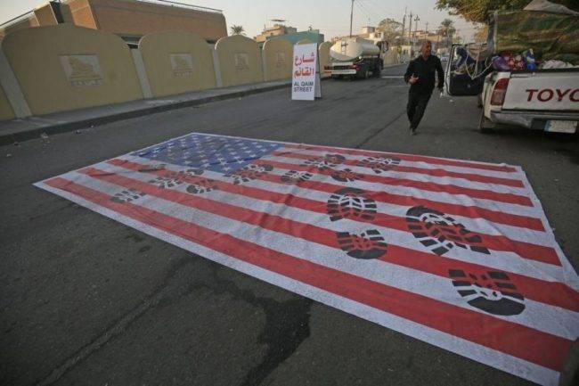 Bandiera americana calpestata