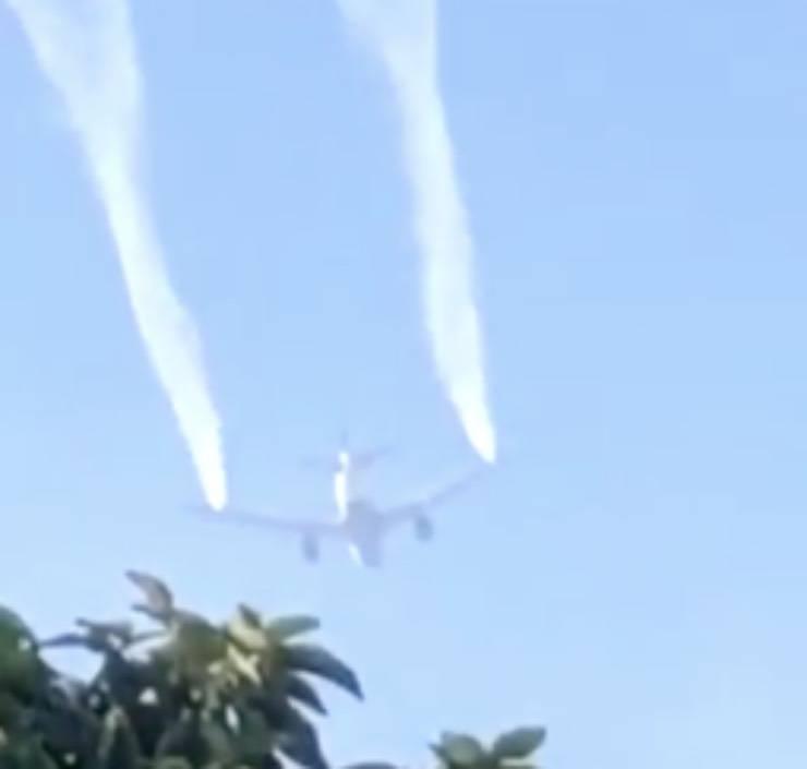 USA, aereo scarica carburante su due scuole: almeno 60 feriti - VIDEO