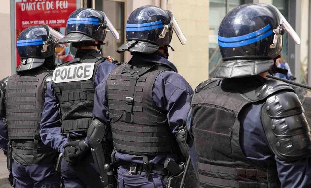 Pensioni, a Parigi rivolta contro la riforma: scontri e feriti