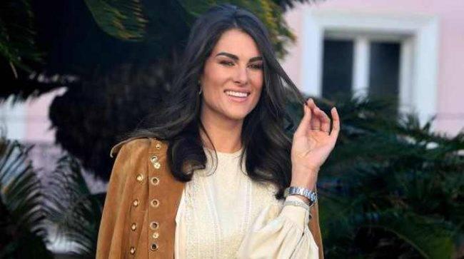 Sanremo 2020, polemiche per presunte frasi sessiste di Amadeus