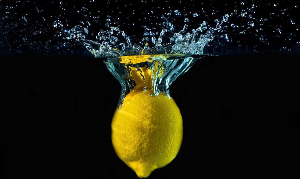 acqua con limone per perdere peso come prenderli