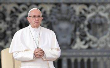 Papa Francesco non andrà in Laterano a causa di tosse e affa