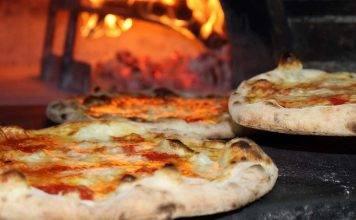 Pizza, quella sete incontenibile dopo averla mangiata: perché e cosa fare