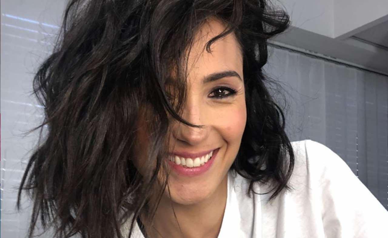 Caterina Balivo bella ai fornelli: l'aiutante speciale fa ridere tutti
