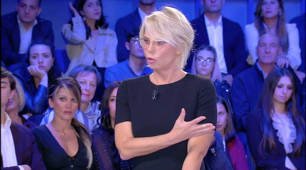 Maria De Filippi infuriata, l'ira della conduttrice: mai vista così