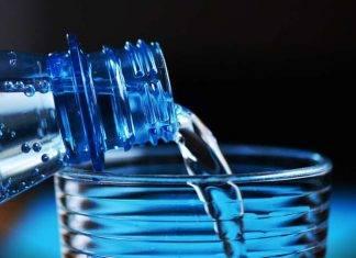 L'acqua frizzante fa ingrassare? La verità su acqua gassata e dieta