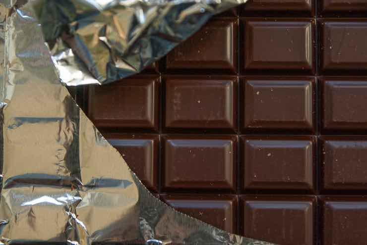 Cioccolato fondente per dimagrire: consumato così aiuta a bruciare i grassi
