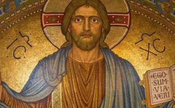Gesù, fedeli senza parole: il volto spunta tra le nuvole – FOTO