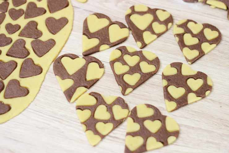 San Valentino, sorprendilo: la ricetta dei biscotti a forma di cuore