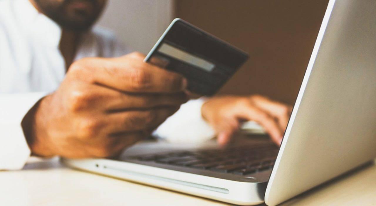 Truffe online, così vi sottraggono denaro: ecco come proteggere il conto