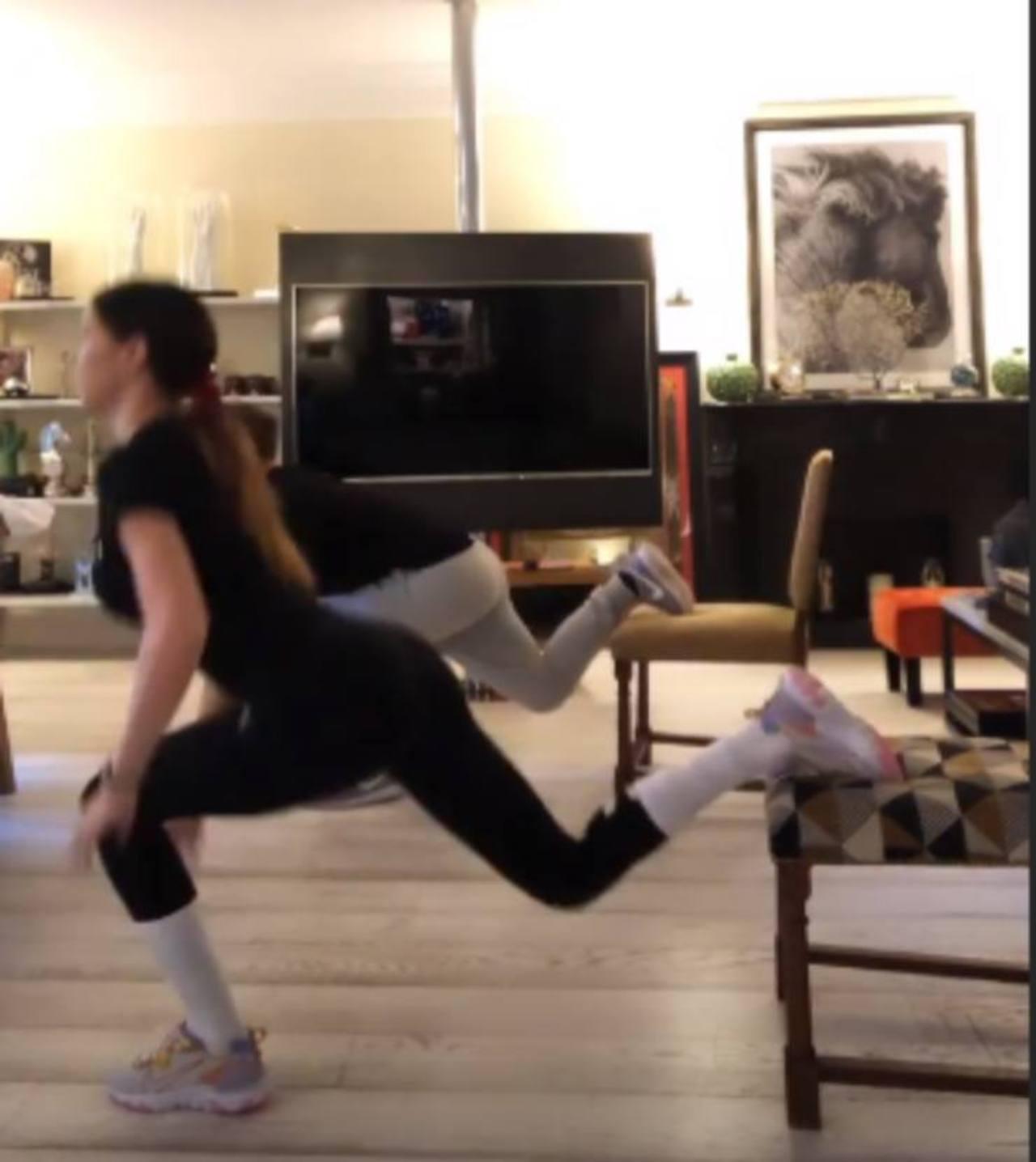 Belen Rodriguez allenamento casalingo sui social. Video