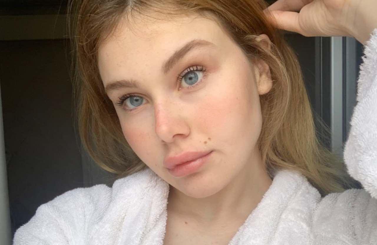 "Jasmine Carrisi selfie in costume: la frecciatina accresce ""l'ego"""