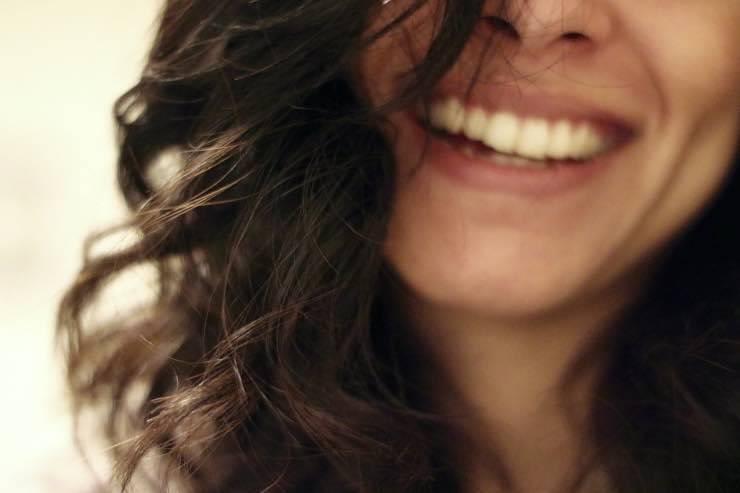 Capelli castani, cura e benessere: ecco come averli sempre luminosi