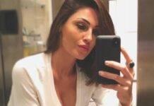 Anna Tatangelo sirena a bordo piscina: il bikini esplode